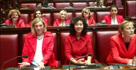 Alla Camera vestite di rosso contro il femminicidio